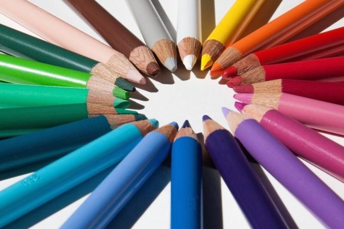 creative-desk-pens-school-1