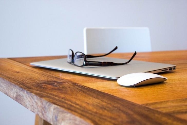 1-eyeglasses-on-laptop-and-computer-mouse-on-wooden-table